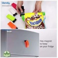 3底: USB 充電密封夾 顏色隨機