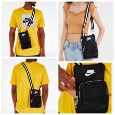 11底: Nike 單扣黑色斜揹袋