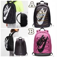 2中: Nike 2.0 大LOGO背包
